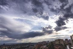 Cielo blu e nuvoloso Fotografia Stock