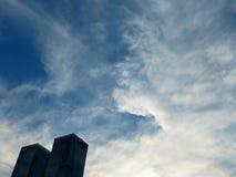 Cielo blu e paesaggio bianco della nuvola fotografia stock libera da diritti