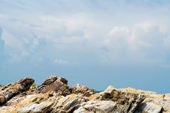 Cielo blu e rocce Fotografia Stock