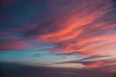 Cielo blu e rosa splendido sopra le siluette dell'alta montagna, Malibu, California di tramonto Fotografia Stock Libera da Diritti