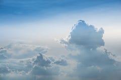 Cielo blu e una massa della nuvola Fotografie Stock Libere da Diritti