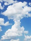 Cielo blu, nuvole e luce del sole Fotografia Stock