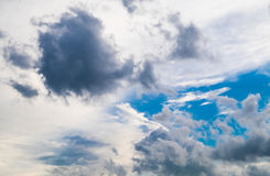 Cielo blu nuvoloso Immagine Stock Libera da Diritti