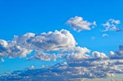 Cielo blu nuvoloso sopra Amburgo Fotografia Stock Libera da Diritti