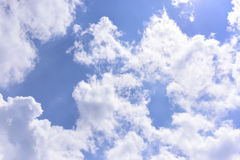 Cielo blu profondo con la nuvola Fotografia Stock