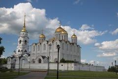 Cielo blu russo Vladimir di estate della cattedrale di ascensione fotografia stock libera da diritti