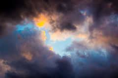 Cielo blu scuro stupefacente Fotografia Stock