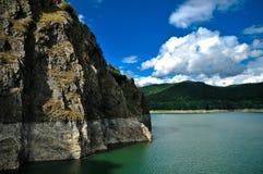 Cielo blu sopra il lago Fotografia Stock Libera da Diritti