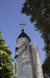 Cielo blu sopra una chiesa ortodossa in Crimea Fotografia Stock Libera da Diritti