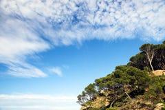 Cielo blu sopra una collina Fotografia Stock