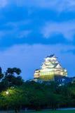 Cielo blu V di crepuscolo di ora degli alberi del castello di Himeji Jo Fotografie Stock Libere da Diritti