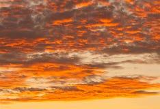 Cielo brillante de la puesta del sol fotografía de archivo