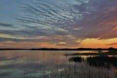 Cielo cambiante en Gronnestrand, Dinamarca Puesta del sol en el Jammerbugten Fotos de archivo libres de regalías