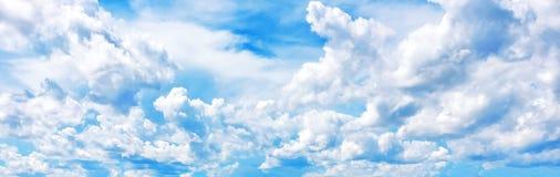 Cielo claro, cloudscape, nublado, panorama del cielo, cielo panorámico Fotografía de archivo libre de regalías
