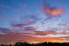 Cielo colorido de la tarde imagen de archivo