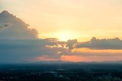 cielo colorido en el fondo de la puesta del sol Fotografía de archivo libre de regalías