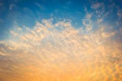 Cielo colorido hermoso con la nube fotos de archivo libres de regalías