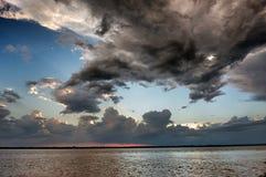Cielo con gli aumenti del sole Fotografie Stock Libere da Diritti