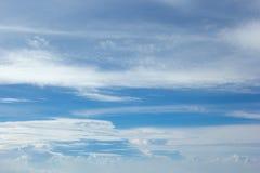 Cielo con las nubes blancas Fotografía de archivo