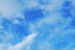 Cielo con las nubes blancas fotografía de archivo libre de regalías
