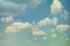 Cielo con las nubes en estilo del grunge Overl de papel de la acuarela Foto de archivo