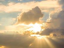 Cielo con las nubes y el sol Imagenes de archivo