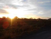 Cielo con las nubes y puesta del sol Foto de archivo