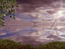 Cielo con las nubes y puesta del sol sobre el agua Naturaleza Imágenes de archivo libres de regalías