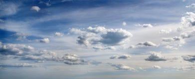 Cielo con le nubi. Immagini Stock