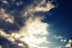Cielo con le nubi ed il sole Fotografia Stock