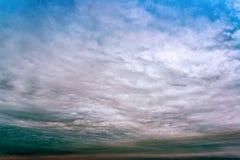 Cielo con le nuvole temporalesche, nuvole di pioggia immagini stock