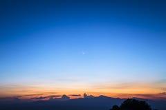 Cielo crepuscolare con la luna Fotografia Stock Libera da Diritti