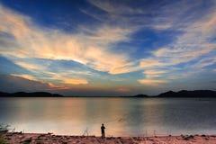 Cielo crepuscular en el lago Fotografía de archivo