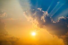Cielo crepuscular por la tarde después de la puesta del sol Imagen para el paisaje del fondo fotos de archivo