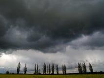 Cielo cubierto con las nubes de tormenta Imagen de archivo