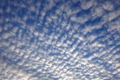 Cielo cubierto de la luz del día Imagen de archivo