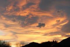 Cielo d'ardore in Aude, Occitanie nel sud della Francia Fotografie Stock