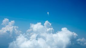 Cielo de la belleza y nubes grandes en naturaleza Imagen de archivo libre de regalías