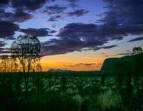 Cielo de la calabaza sobre Uluru Fotografía de archivo libre de regalías
