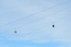 Cielo de la destinación de la elevación de esquí de la góndola Fotografía de archivo