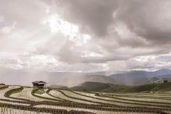 Cielo de la montaña del campo Fotos de archivo libres de regalías