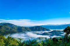 Cielo de la montaña nublado fotografía de archivo