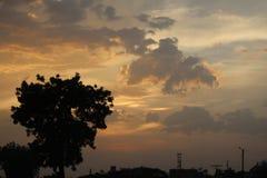 Cielo de la naranja del tiempo de la puesta del sol Imagen de archivo