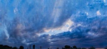 Cielo de la puesta del sol foto de archivo
