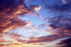 Cielo de la puesta del sol. Imagen de archivo