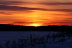 Cielo de la puesta del sol con las nubes dramáticas Fotografía de archivo
