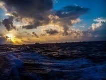 Cielo de la puesta del sol en Maldivas Imágenes de archivo libres de regalías