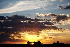 Cielo de la puesta del sol sobre el lago Fotografía de archivo libre de regalías