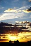 Cielo de la puesta del sol sobre el lago Imágenes de archivo libres de regalías