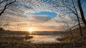 Cielo de la puesta del sol y paisaje de las nubes Foto de archivo libre de regalías